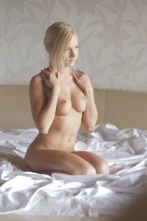 Harween, horny girls in France - 6066